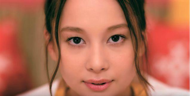 話題のテラハ美女・丹羽仁希(Niki)が初CM【WEB限定】スピンオフ「好き!」篇|明治 濃厚チーズリゾット