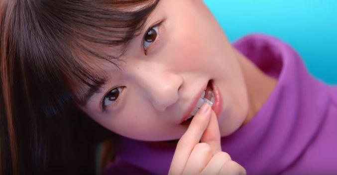 ブルボンCM フェットチーネグミを食べる乃木坂46が可愛い!4人が跳ねる!