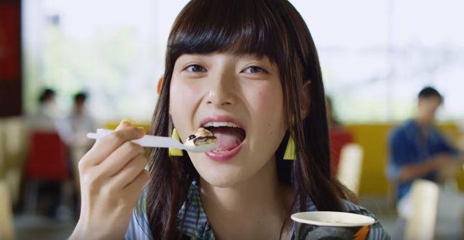 マックフルーリー(マック)CM ブラックサンダーを食べる女性(女優)は誰?可愛いと話題!