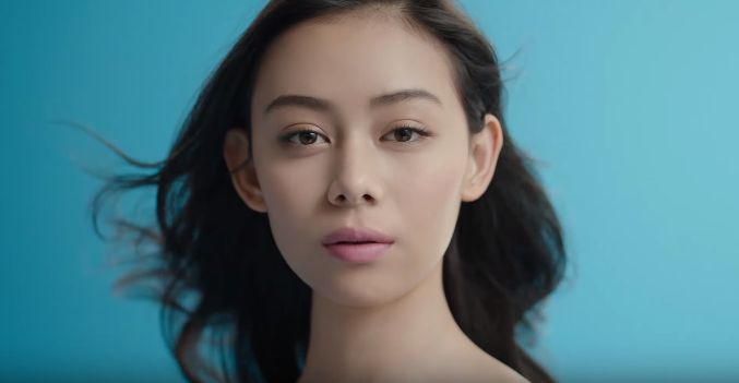 ワコールCM 肌リフトに出演の女性(女優)は誰?モデルの小林サラさん!