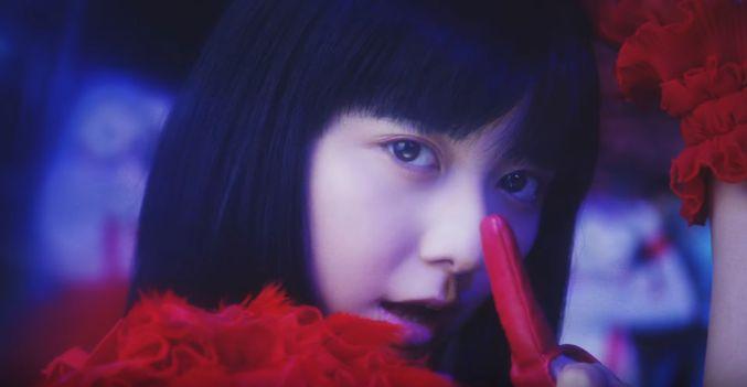 テイジン CM だけじゃないサンバを歌う赤い服の女の子の名前は?上白石 萌歌(かみしらいし もか)さん!