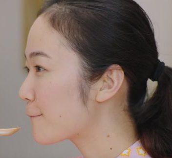 パルスイート CM ピンクのカーデガンを着た女性の名前は?女優の黒木華さん!