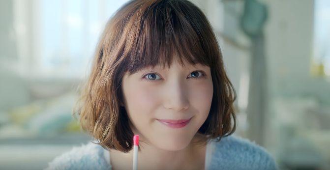 LOCARI (ロカリ)CMに女優の本田翼さんが出演!投げキス姿が可愛い!