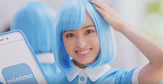 青髪の橋本環奈が可愛い!ミニモ(minimo)のCMで妖精ミニモちゃんで登場!