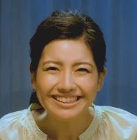 カーネクスト CMに女優の曾田彩乃(そだ あやの)さん出演!通帳を見て喜ぶ女性!