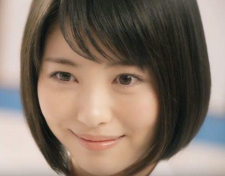 メニコン CM スマートタッチを装着する女子高生は浜辺 美波(はまべ みなみ)さん!