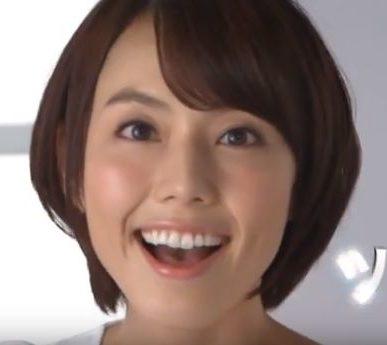 美白スミガキ CMに女優の牧野 愛さんが出演!シャリシャリ磨く女性が可愛い!