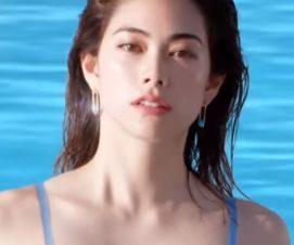 アネッサ CMの女優は誰?水色の水着姿のモデルが美人!スタイルが良すぎる!