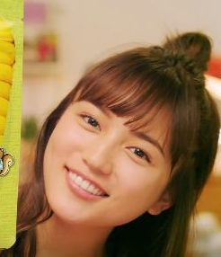 とうもりこ CMの女性は誰?女優・川口春奈がじゃがりこ風に食べる姿が可愛い!