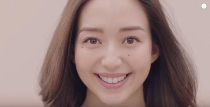 アーモンド効果 CMの女優は誰?ロングヘアーの女性が美人と今話題に!