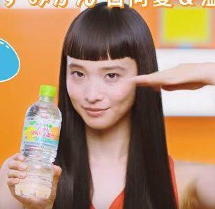 いろはす みかん CMの女優は誰?ぱっつん前髪の女性が美人と今話題!