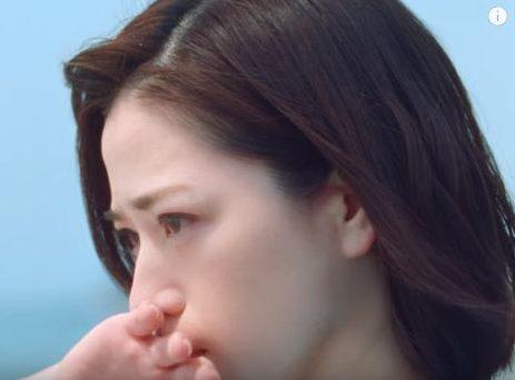 三ツ矢サイダー CMの女優は誰?失恋して泣く青い服の女性が美人と話題!