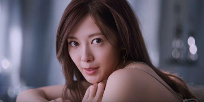 マキアージュ CMの白石麻衣(乃木坂46)が美人すぎる!セクシーな顔が話題!