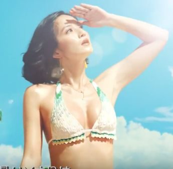 NEW スプライト CMの女優は誰?美人すぎる水着姿の女性が今話題!
