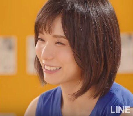 LINEマンガ CMの女優は誰?青いワンピースの女性が美人と話題!!
