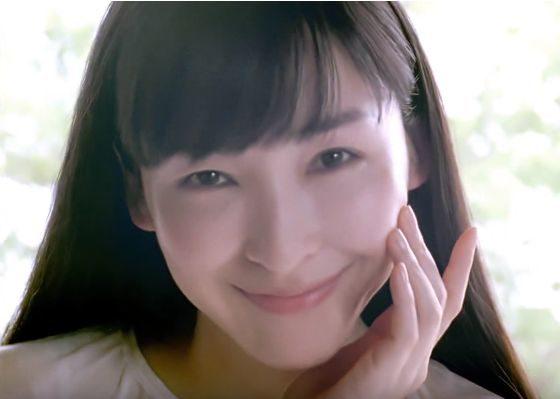 DHC サンシャインビタミン リッチ セラム CMの女優は誰?ロングヘアーの女性が美人!