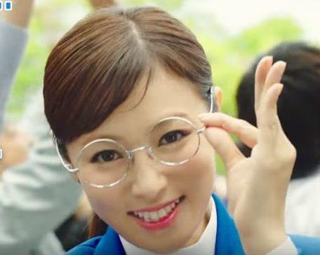 デューダ CMの女優は誰?丸メガネをかけたデューダ子が美人!その女性は深田恭子!