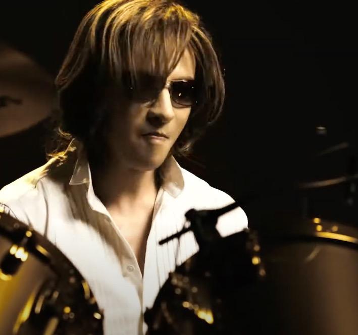 『ワンダ』極」のCMでYOSHIKIさんがドラム スペシャルバージョン を披露!